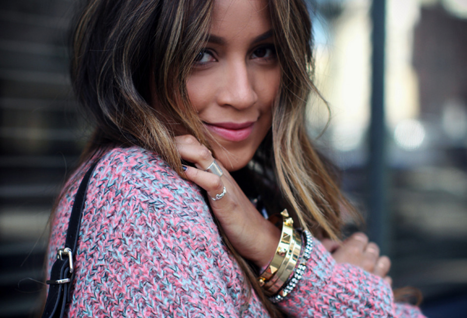 Jules - Close-up with a pink and turquoise knit, scaled