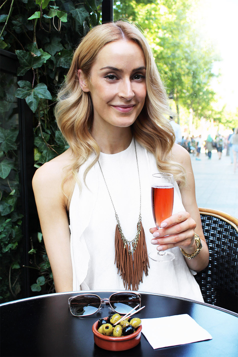 Having Drinks on Champs-Élysées - Pic 4, 3
